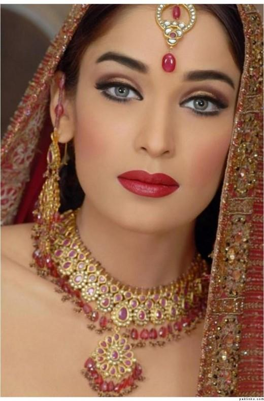 Traditional Wedding Makeup Pictures : Traditional Pakistani Bridal Makeup Trend She12: Girls ...