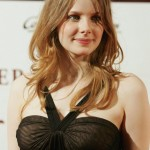 Rachel Hurd Wood Reddish Step Cutting Style