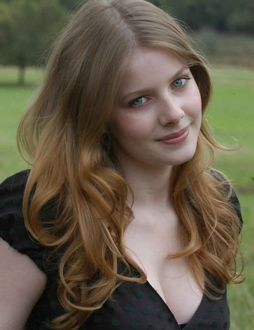 Rachel Hurd Wood Light curle Hairstyles