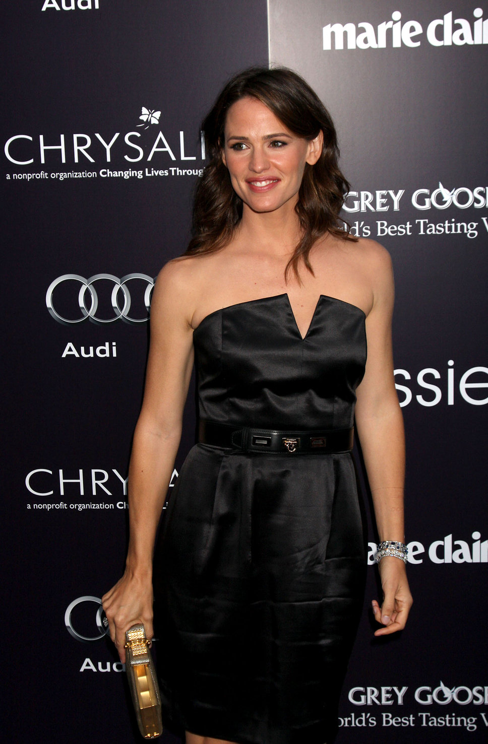 Jennifer Garner Black Satin Dress Golden Clutch She12