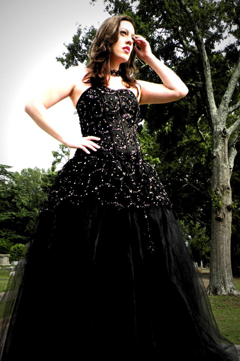 Gothic Wedding Dress For British Girl