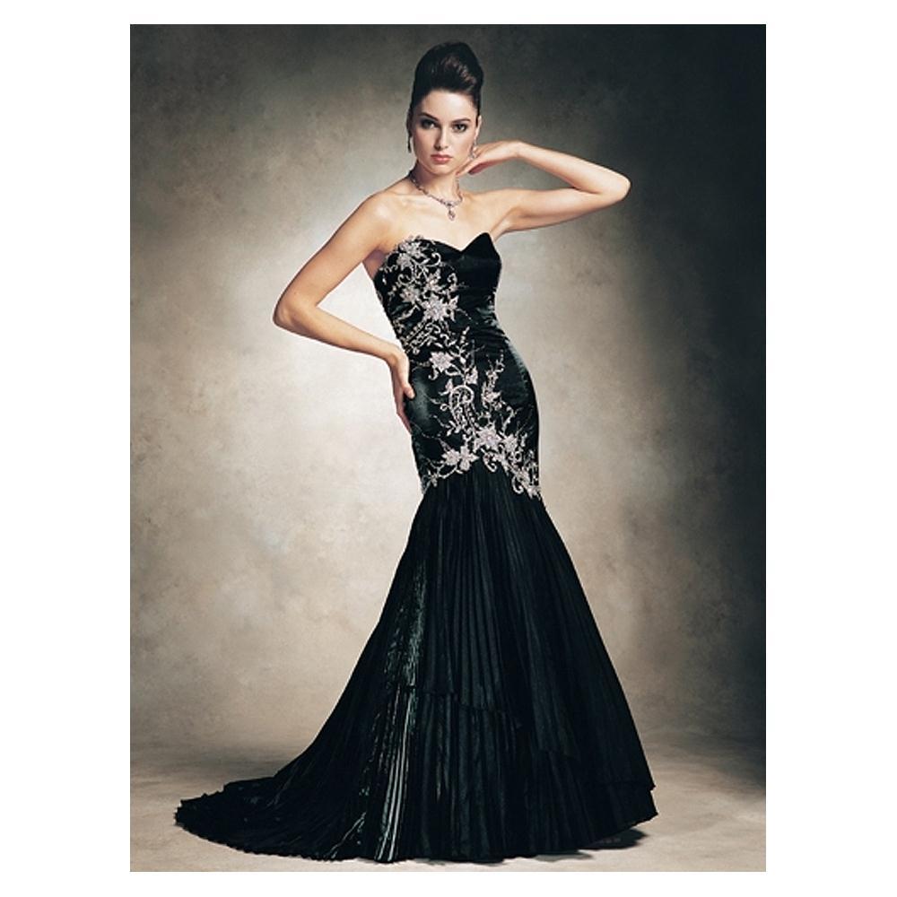 Gothic wedding dress for british girl she12 girls for Gothic style wedding dresses