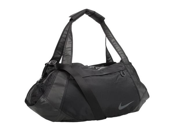 Model BEAVERTON, Ore December 1, 2011  Nike Golf Is Introducing Two New Golf Bags To Its Successful Nike Brassie II Cart Bag Collection For Women In 2012 Each Brassie II Cart Bag Has Been Designed In Unity With The Colors And Styles Of