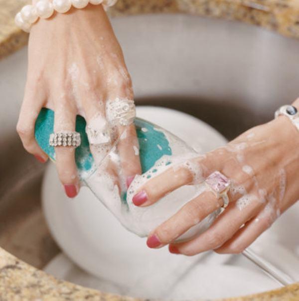 Как почистить ювелирные изделия с камнем в домашних условиях